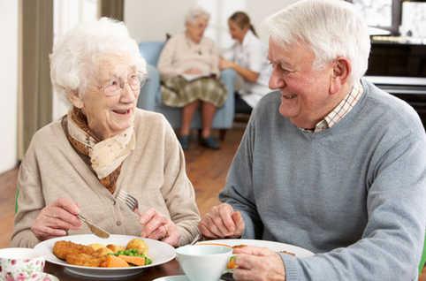 idosos-comendo