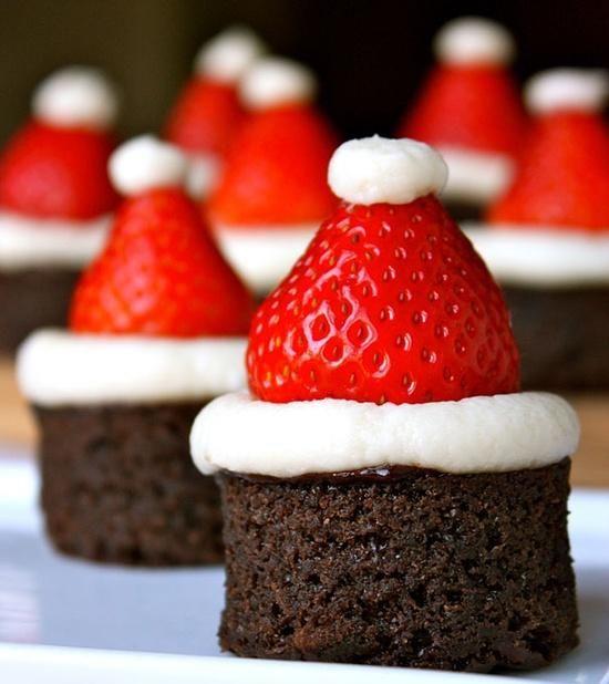 Bolinho de chocolate com chapelsinho de papai Noel